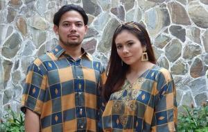 Pasangan artis Adilla Dimitri dan Wulan Guritno. © (Instagram/@adilladimitrihardjanto