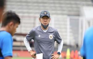 Shin Tae-Yong memimpin latihan timnas Indonesia © PSSI