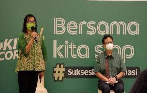Country Managing Director Grab Indonesia, Neneng Goenadi (kiri) dan Menteri Kesehatan RI, Budi Gunadi Sadikin © Grab Indonesia