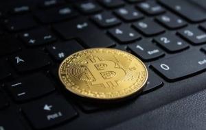 Ilustrasi Bitcoin © freepik.com