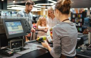 Ilustrasi konsumen yang sedang berbelanja. © freepik.com