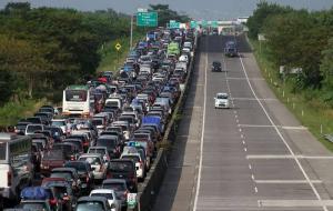 Ilustrasi lalu lintas mudik Lebaran. © cermati.com