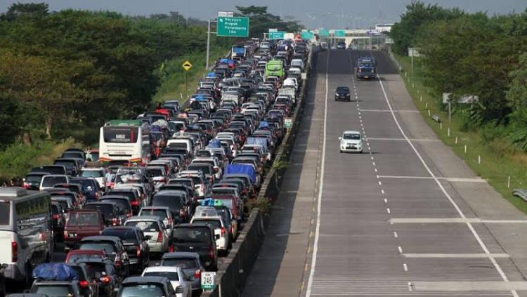 Ilustrasi lalu lintas mudik Lebaran. (Image Credit: cermati.com)