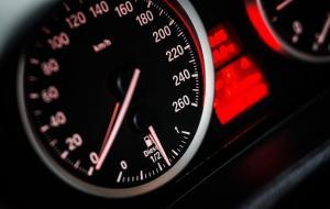 Illustrasi Speedometer Mobil © pixabay/qimono